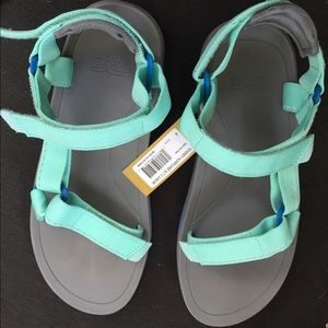 NWT Teva hurricane xl2 sandal